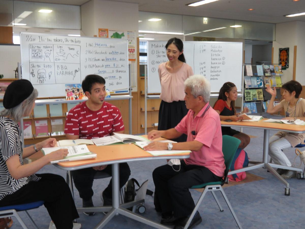 「日语广角」6次日语学习班。经过6次的学习,学习者们会说简单的日语了!<br />