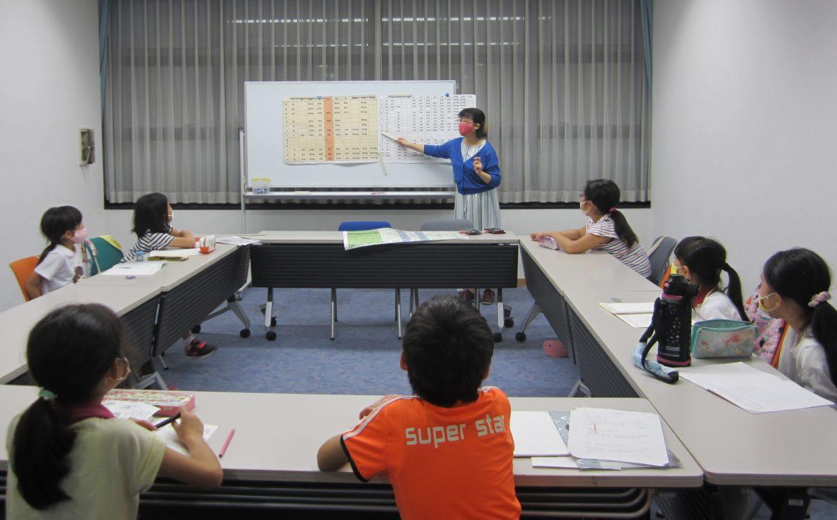 中文母语保持教室,根据中文水平使用教材,着重发音练习等。<br /> <br />