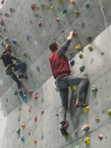 Challenge Yourself to Climbing a Towering Wall! Free Climbing Classes for Beginners